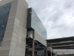 Novo centro operacional ao lado da reta dos boxes (Foto: Márcio Pinho/ G1)