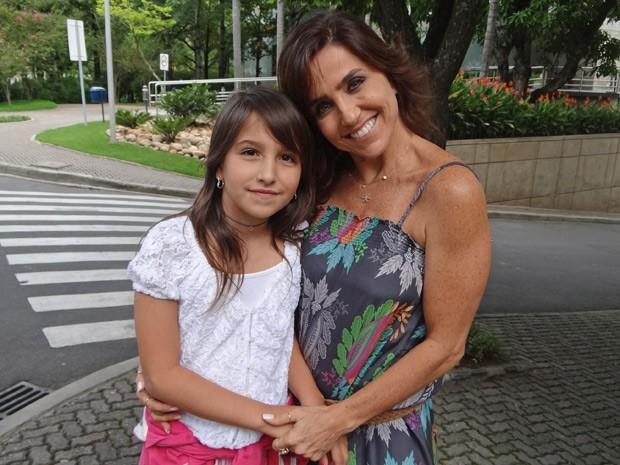 Monique Curi posa com a filha, Victória (Foto: Salve Jorge/TV Globo)