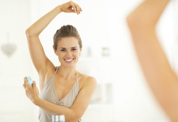 Conheça 7 truques curiosos com desodorante que irão facilitar sua vida
