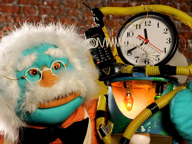 Boneco que faz parte da peça Inventos alegres do vovô, em cartaz na Temporada Funarte de Teatro de Animação, em Brasília (Foto: Paulo Rodrigues/Divulgação)