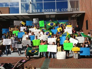 Estudantes protestam em Gainesville, nos EUA (Foto: Leticia Del Penho Sinedino/VC no G1)