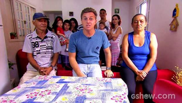 Depois de três anos, Luciano Huck revê família Pereira (Foto: Caldeirão do Huck/TV Globo)