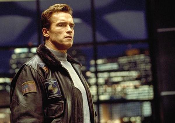 Arnold Schwarzenegger em O 6º Dia (Foto: Divulgação)