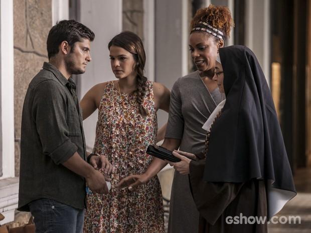 André recebe péssima notícia da freira do orfanato (Foto: Inácio / TV Globo)
