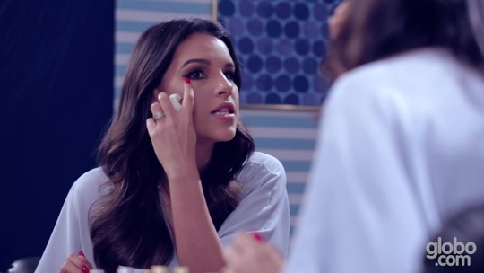 Olhos bem delineados são a dica de Mariana Rios para make incrível