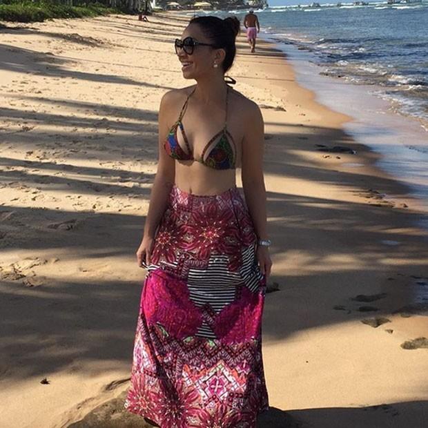 Solange Almeida na Praia do Forte, na Bahia (Foto: Instagram/ Reprodução)