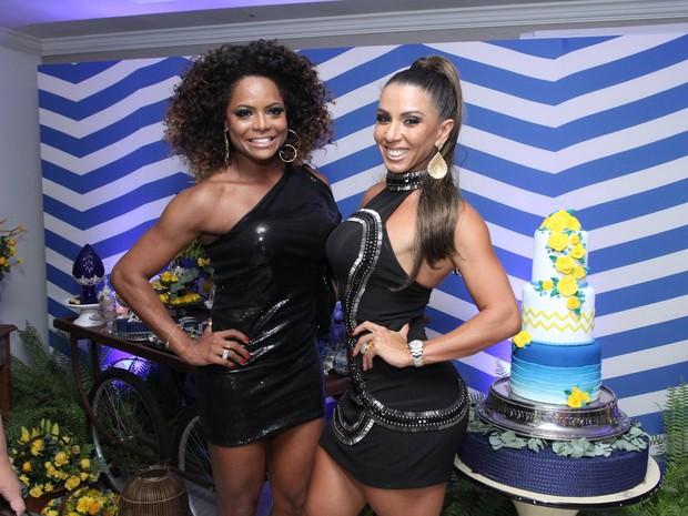 Adriana Bombom e Andréa de Andrade em festa na Zona Oeste do Rio (Foto: Marcos Ferreira/ Brazil News)