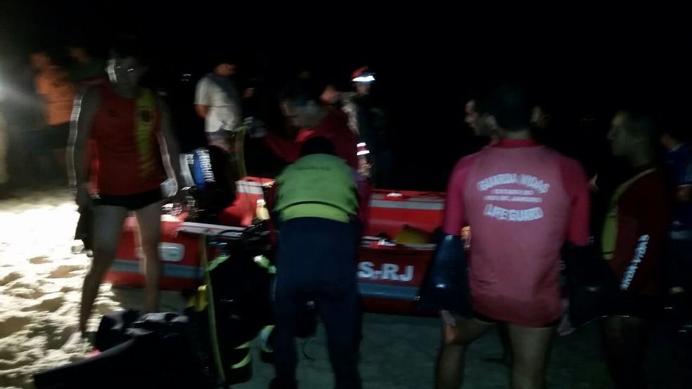 Vítima da queda de helicóptero é resgatada por Bombeiros (Foto: Eduardo Boamorte)