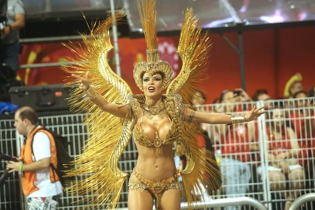 Cacau Colucci desfila na Dragões da Real (Foto: Iwi Onodera/ EGO)