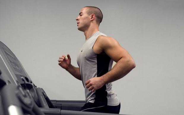 Exercícios de alta intensidade provocam uma melhora do humor em jovens, desde que o praticante não chegue ao estado de exaustão, diz estudo da Unifesp (Foto:  CDC/ Amanda Mills)