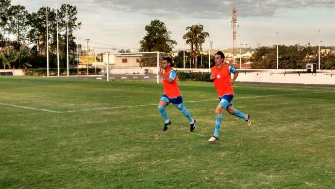 Mateus e Diego Barboza já treinam com o São Bento (Foto: Emilio Botta)