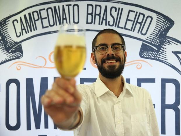 Gil Lebre Abbade vai participar do mundial de sommelier de cerveja, que será realizado no Brasil, em julho deste ano (Foto: Glauco Araújo/G1)
