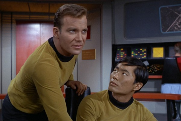 William Shatner e George Takei na série clássica de 'Star Trek' (Foto: Reprodução)