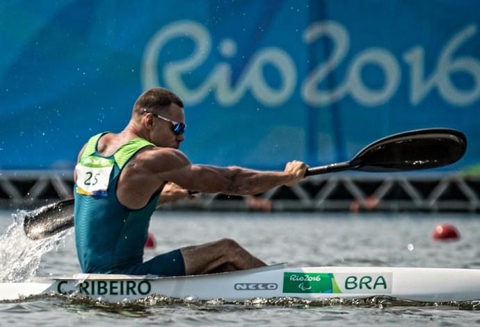 Descrição da imagem: Caio Ribeiro competindo na Lagoa Rodrigo de Freitas (Foto: Marcio Rodrigues/MPIX/CPB)
