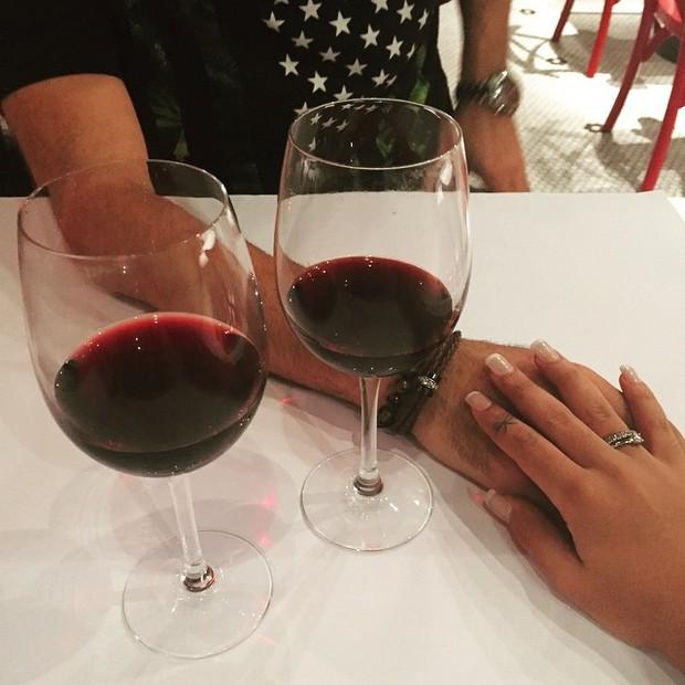Ex-BBB Amanda tem jantar a dois (Foto: Instagram/ Reprodução)