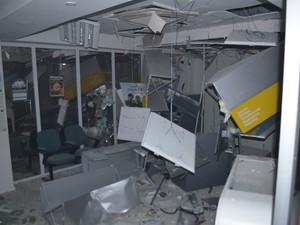 Interior da agência ficou destruído com a explosão (Foto: Tainã Valadão/Mundo Piratini)