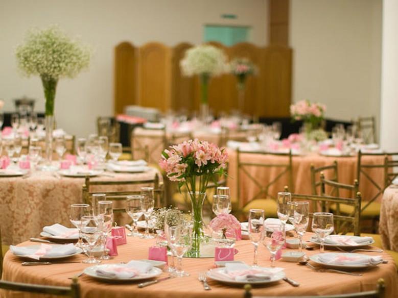 Suficiente Casamento em rosa e marrom: dupla compõe diferentes estilos de  OI23