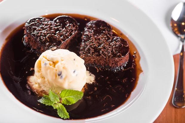 Dia dos Namorados: sobremesa de chocolate com formato de coração (Foto: Divulgação)