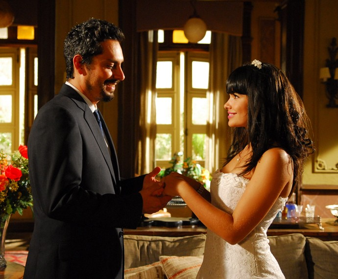 Alexandre Nero e Vanessa Giácomo eram Terêncio e Rosinha em Paraíso, novela das 6 exibida em 2009 (Foto: Thiago Prado Neris/ Globo)