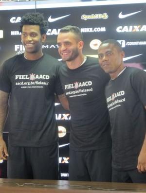 Gil, Renato Augusto e Elias Corinthians (Foto: Diego Ribeiro)