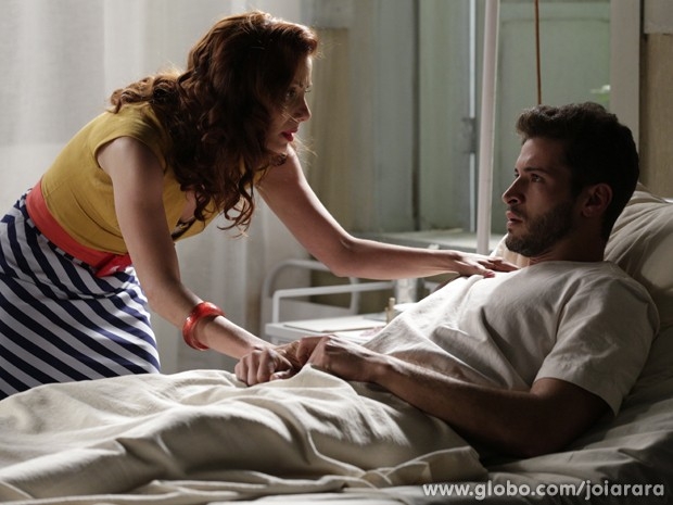 Davi descobre que está paraplégico e fica arrasado (Foto: Fábio Rocha/ TV Globo)