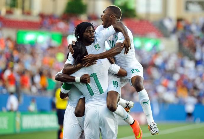 Drogba gol Costa do Marfim x El Salvador (Foto: Reuters)