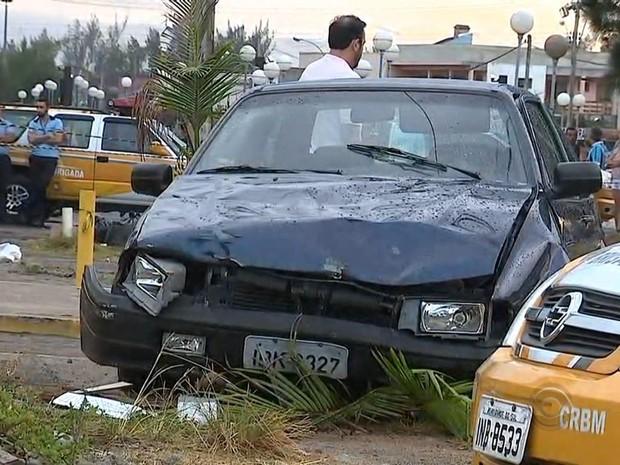 Duas pessoas morreram no acidente (Foto: RBS TV/ Reprodução)