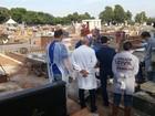 Corpos de gêmeos mortos em SP são exumados em Uberaba
