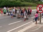 Retirada de pontos de ônibus gera protesto na Mogi-Bertioga
