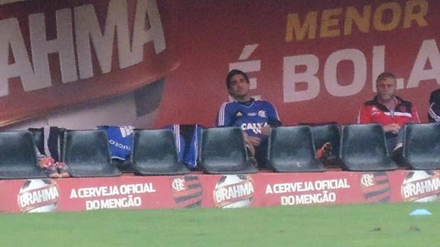 Marcelo Moreno banco treino Flamengo (Foto: Cahê Mota)
