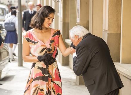 Candinho coloca Filomena contra a parede ao ver dançarina com Fragoso
