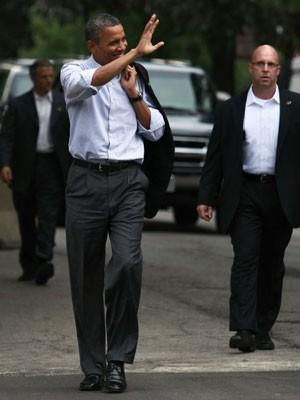 Obama falou para cerca de 100 pessoas em Chicago neste domingo (Foto: AFP)