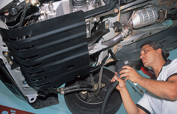 Instalação do protetor de cárter é necessiária dependendo do tipo e uso do veículo (Foto: Autoesporte)