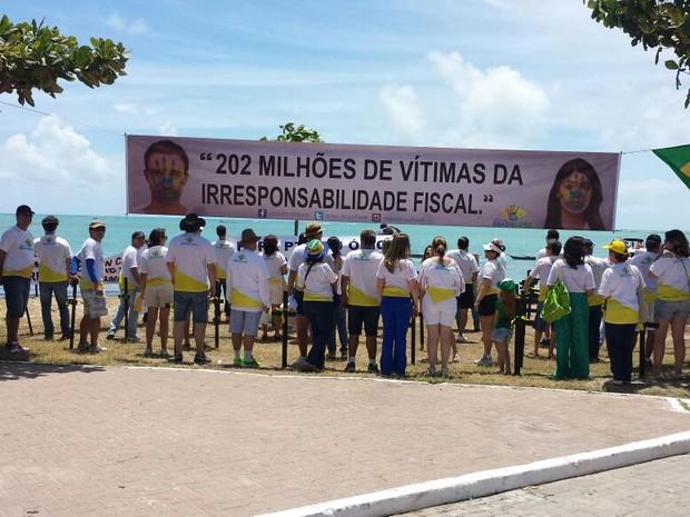 Dezenas de pessoas participam do protesto (Foto: Marcelo Tavares/Arquivo Pessoal)