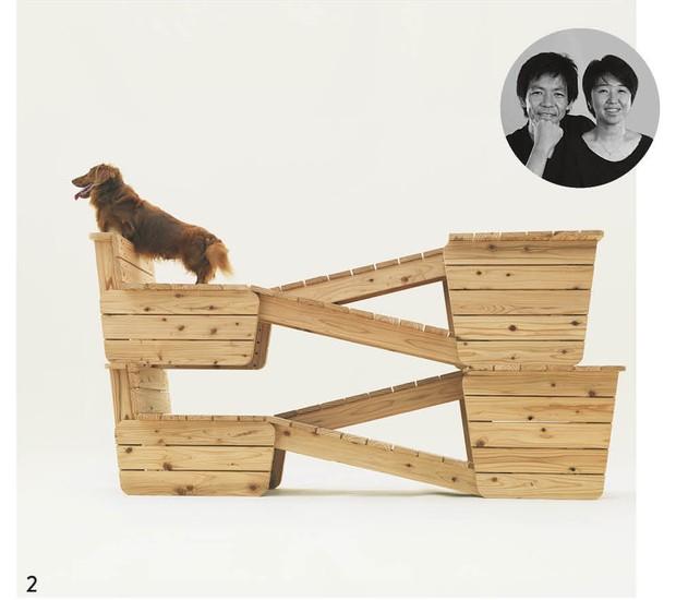Os dachshunds serviram de inspiração para o misto de banco e circuito de exercícios projetado por Yoshiharu Tsukamoto e Momoyo Kaijima, do escritório japonês Atelier Bow-Wow (Foto: Hiroshi Yoda / Architecture for Dogs / Divulgação)