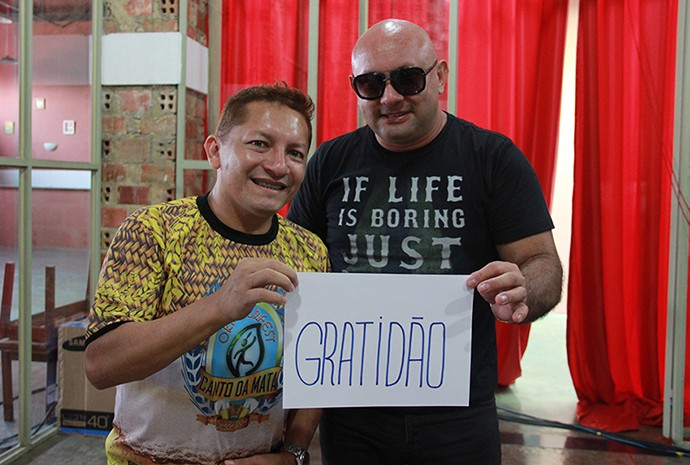 Mailzon Mendes (à esquerda) e Alex Pontes, vocalistas do Canto da Mata (Foto: Katiúscia Monteiro/ Rede Amazônica)