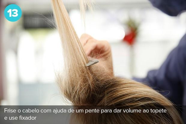 Para fazer o topete, frise o cabelo com ajuda de um pente para dar volume e use fixador (Foto: Marcos Serra Lima/EGO)