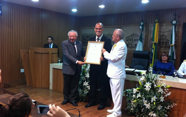 BLOG: Ídolo do América-RN, Júlio Terceiro recebe título de Cidadão Natalense