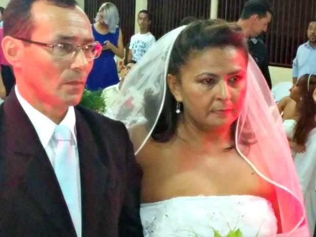 Casal Maria Ferreira e Jorge Luiz trocaram as alianças depois de 25 anos juntos (Foto: Rui Barros/Arquivo Pessoal)