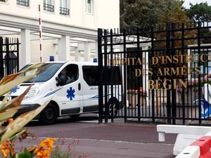 Enfermeira estava internada em hospital militar em Saint-Mande (Foto: Charles Platiau/Reuters)
