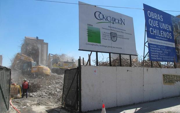 Concepcion - Escombros de um prédio destruído que será reformado (Foto: Rafael Cavalieri)