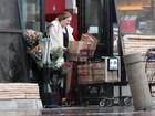 Adele dispensa maquiagem em dia de compras nos Estados Unidos