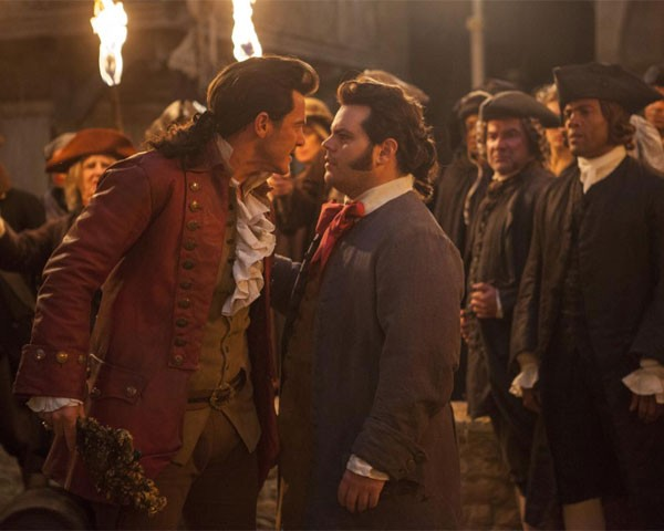 Os atores Josh Gad e Luke Evans em cena (Foto: Divulgação)