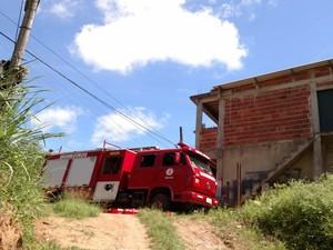Fogo atingiu imóvel do bairro Fernandes Pinheiro (Foto: Divulgação/Corpo de Bombeiros)
