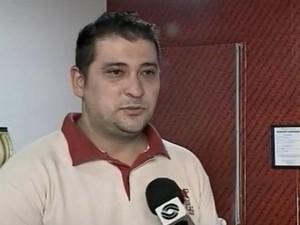 Argel fez uso de sua experiência de cinco anos no setor de qualidade de um frigorífico para montar açougue que oferece carnes com cortes especiais em Santa Maria (Foto: Reprodução/RBSTV)
