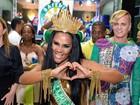 Carmen Mouro é coroada rainha de bateria da Mocidade
