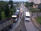 Mineiros de SC sem salários param caminhões com carvão vindos do RS