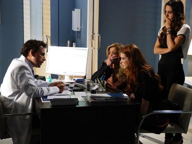 Choque geral ao ouvir a notícia do doutor Vinícius (Foto: Amor à Vida/TV Globo)