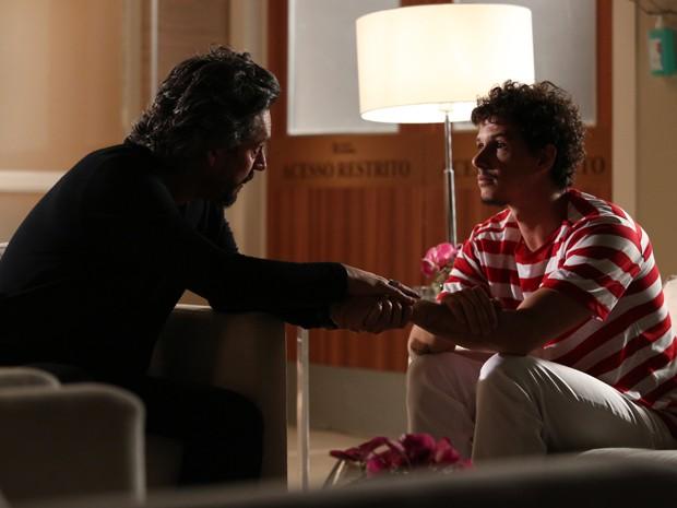 Zé conforta Elivaldo e diz que não abandonará o sobrinho e a filha (Foto: Raphael Dias / Gshow)