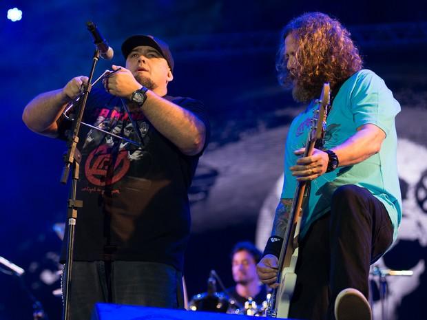 Digão e Canisso no palco principal do João Rock 2015, em Ribeirão Preto (Foto: Érico Andrade/G1)